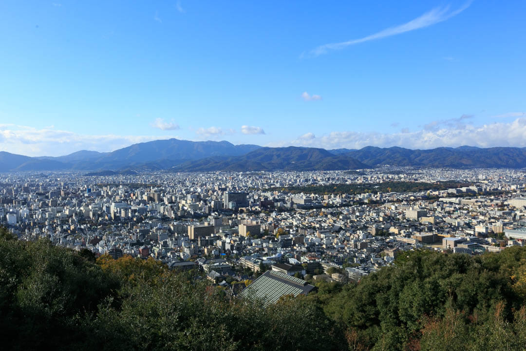 将軍塚青龍殿の大舞台から撮影した京都の街並み