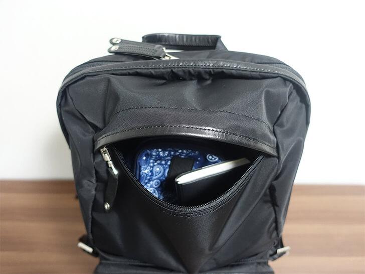 マスターピース・スペックのトップ部分の収納ポケットを撮影した写真