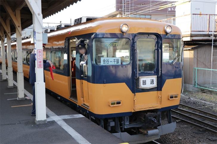 新金谷駅に到着する列車を撮影した写真