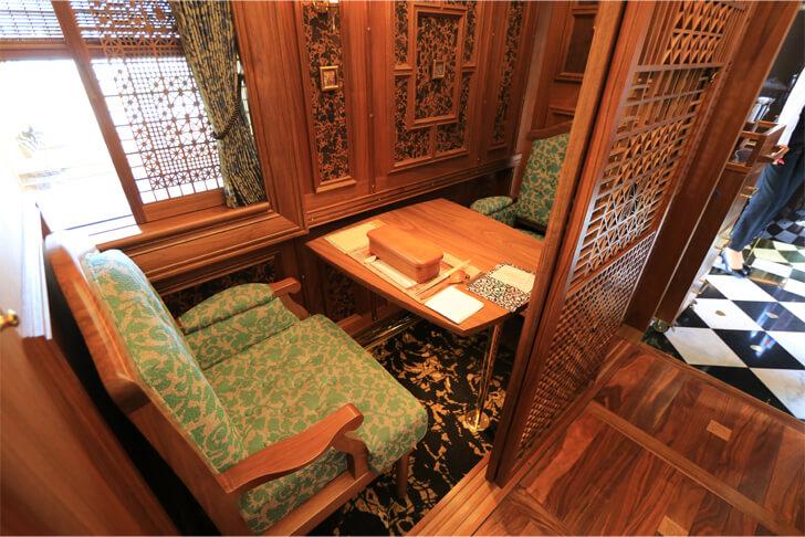 或る列車の1名個室席の写真