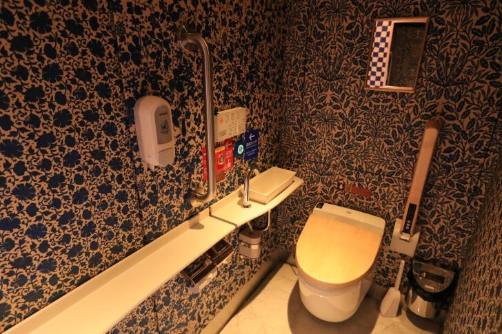 或る列車のトイレの様子の写真