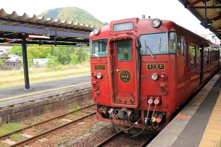 JR九州の観光列車「いさぶろう・しんぺい号」の外観