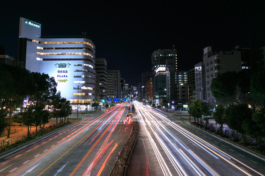 セントラルブリッジから眺める道路の写真