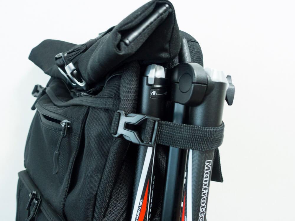 カメラバッグ「endurance」の三脚収納部の写真