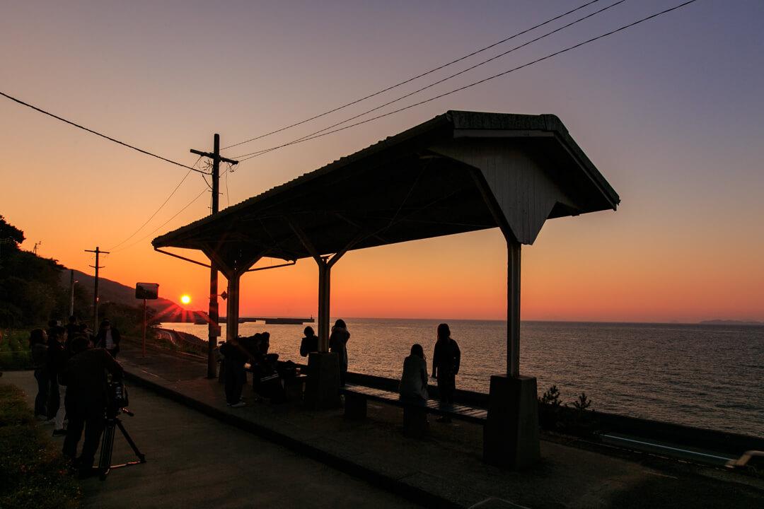 下灘駅から撮影した夕日の写真