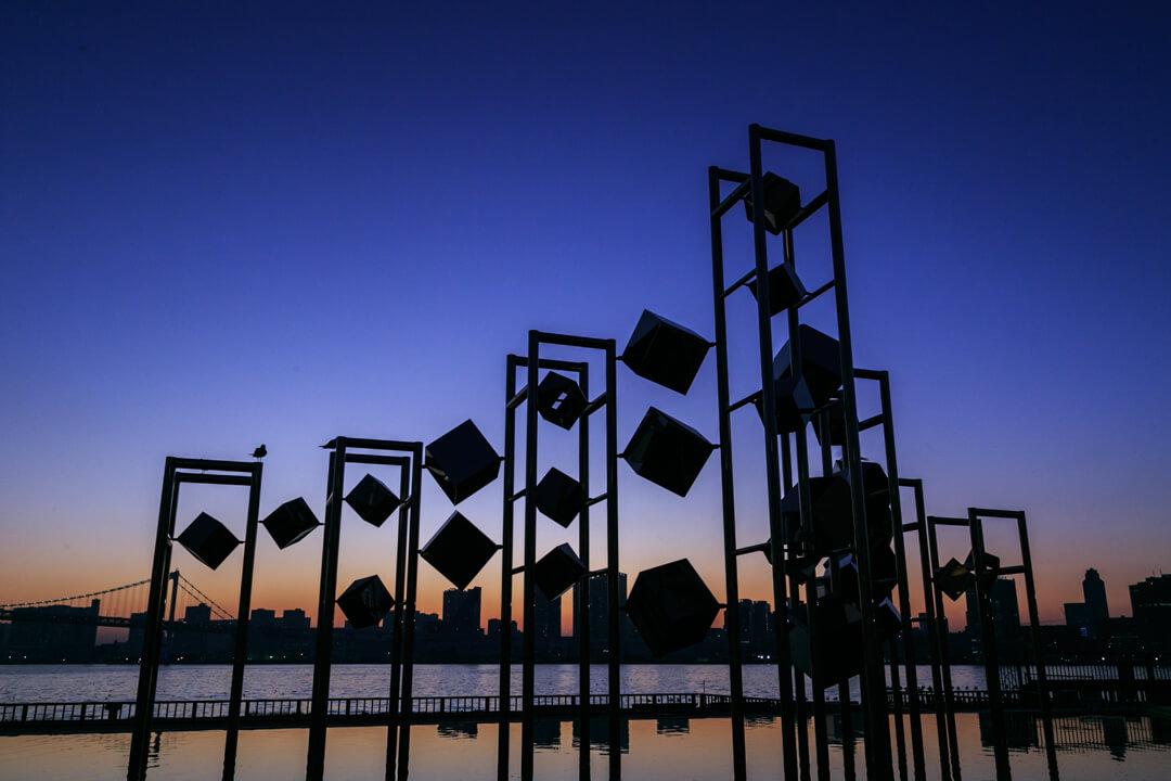晴海ふ頭のシンボル風のオブジェの写真