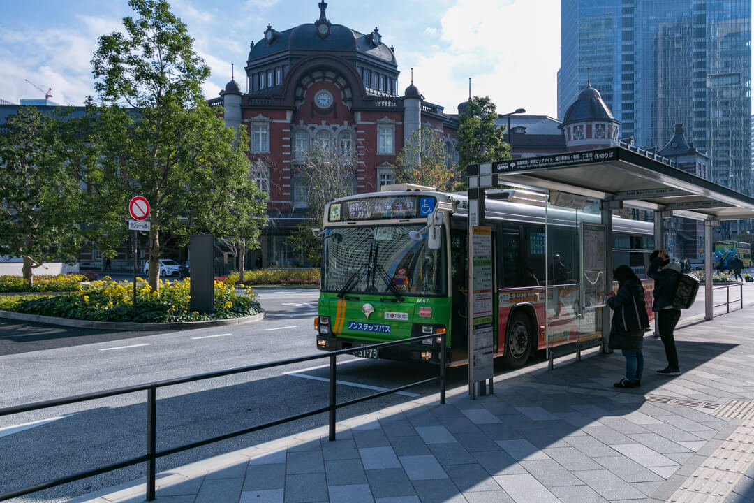 東京駅に停車する晴海ふ頭行き都営バスの写真