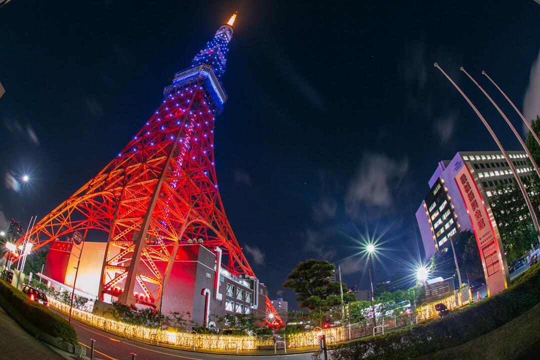 魚眼レンズで撮影した東京タワーの夜景