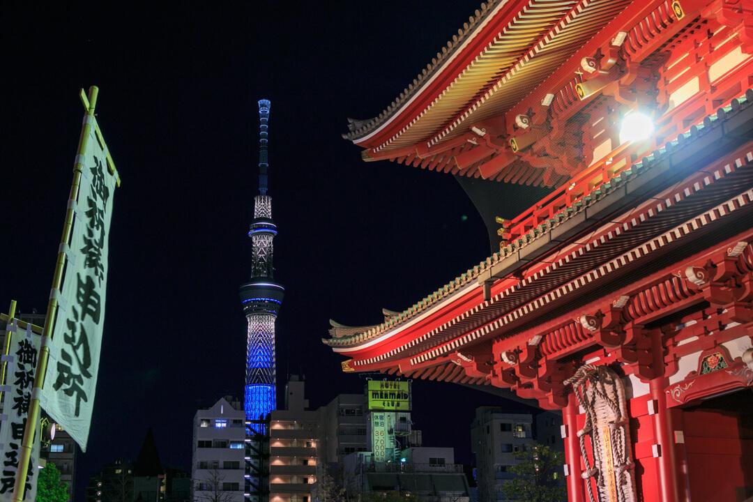 浅草寺と東京スカイツリーの写真