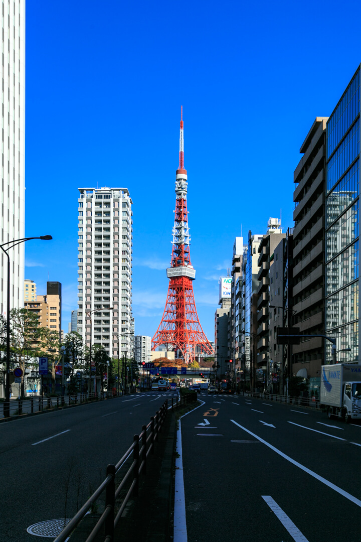 三田交差点から撮影した東京タワーの写真