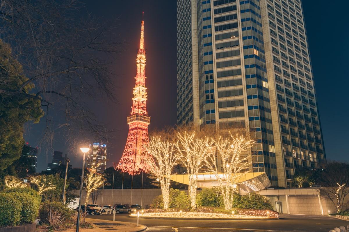 プリンスパークタワー東京から撮影した東京タワーとイルミネーションの写真