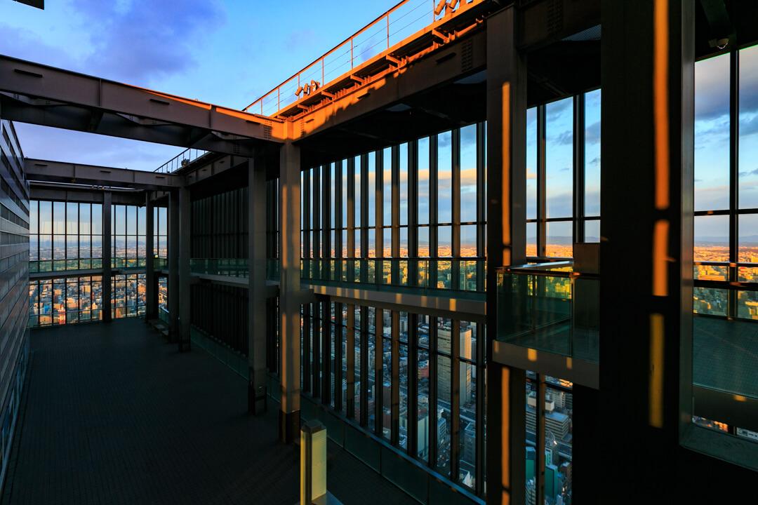 ミッドランドスクエア「スカイプロムナード」を俯瞰して撮影した写真
