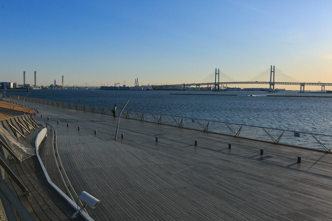 """""""大桟橋から望む横浜ベイブリッジの写真"""""""