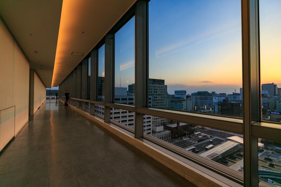 愛知芸術文化センター展望回廊の様子を撮影した写真