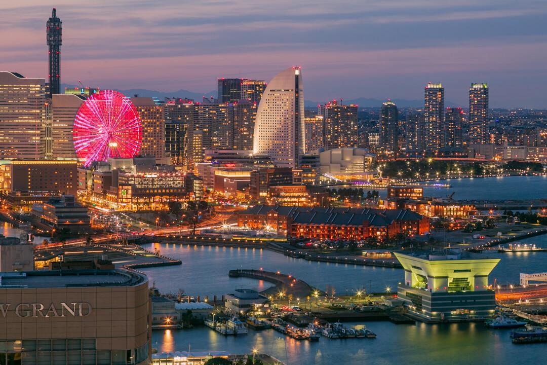 横浜マリンタワーから撮影したみなとみらいの夜景