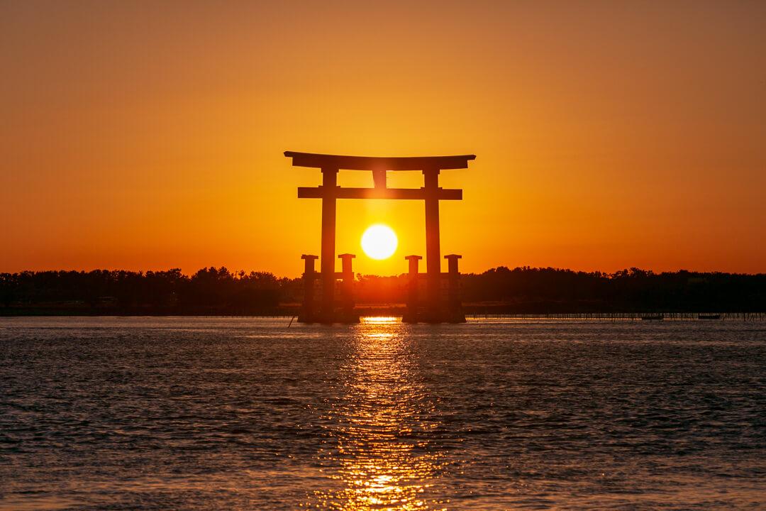 弁天島海浜公園から撮影した夕日の写真