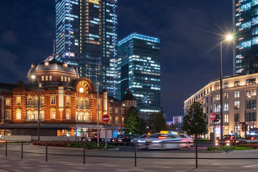 東京駅丸の内中央広場から撮影した東京駅丸の内駅舎の写真