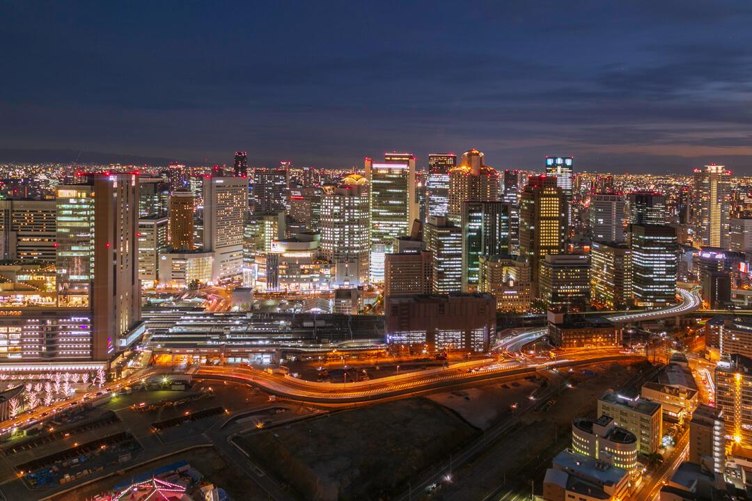 梅田スカイビル・空中庭園展望台から撮影した夜景