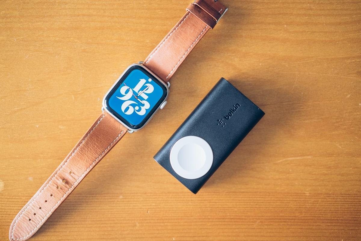 Belkin BOOST CHARGE Apple Watch用モバイルバッテリーの写真