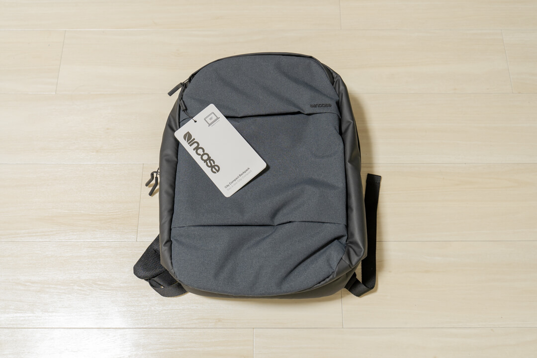 Incase city compact backpackの外観