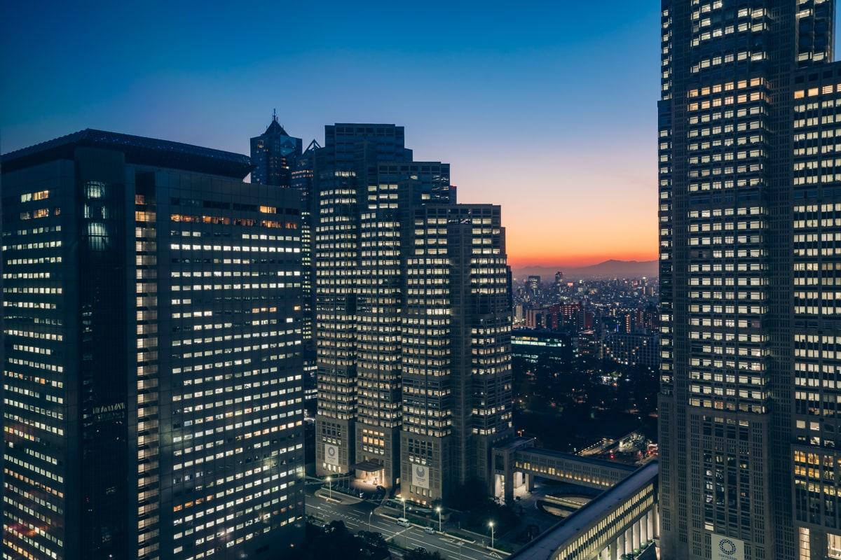京王プラザホテルの客室から撮影した夜景