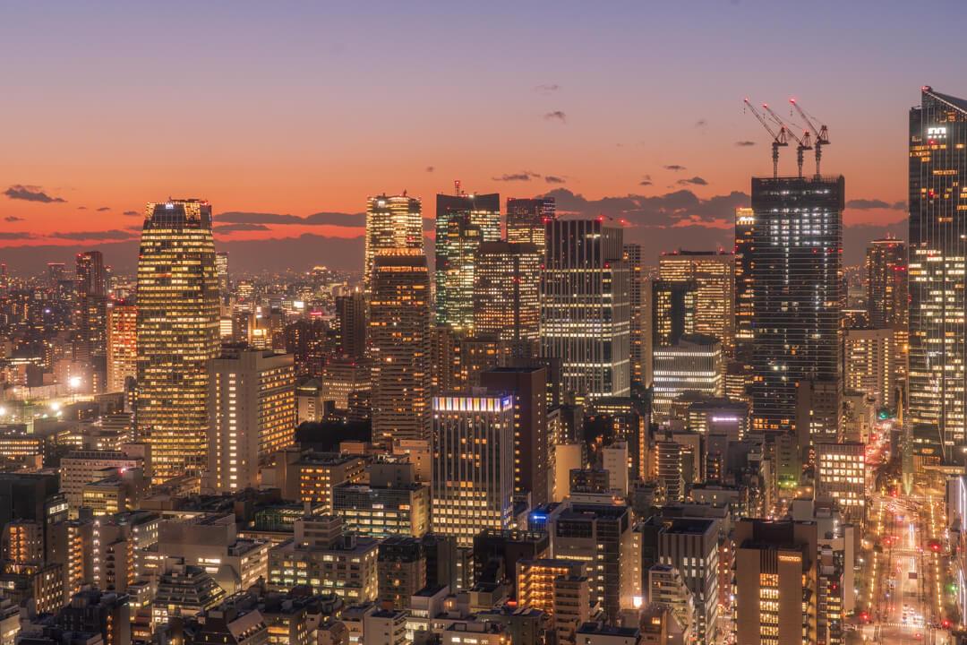 パークホテル東京から眺める高層ビル群の夜景