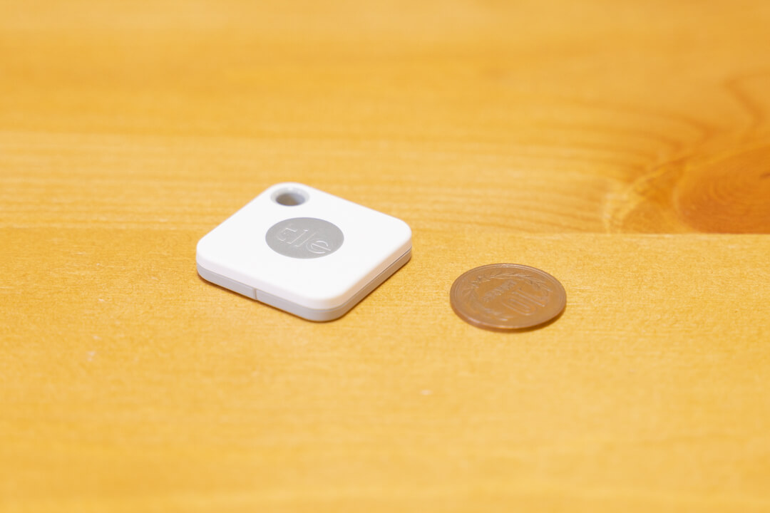 Tile Mateの電池交換あり版となし版の厚さを比較した写真