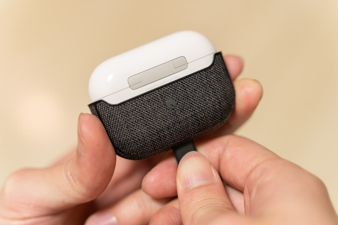 Incase AirPods Pro Case with Woolenexの外し方