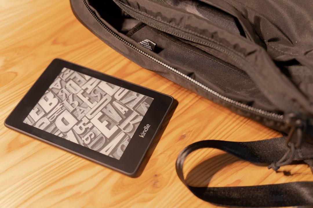 旅行鞄とkindle端末