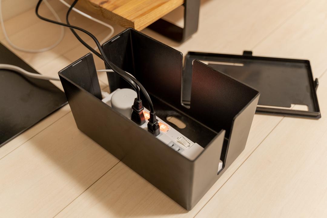 テレビ台周りのケーブルをきれいに収納するために購入したケーブルボックス