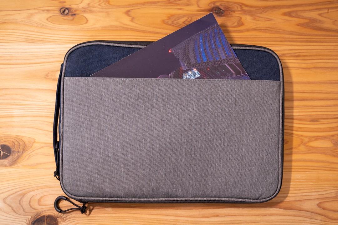 ユウボク東京のPCバック、ピークラッチの背面ポケット