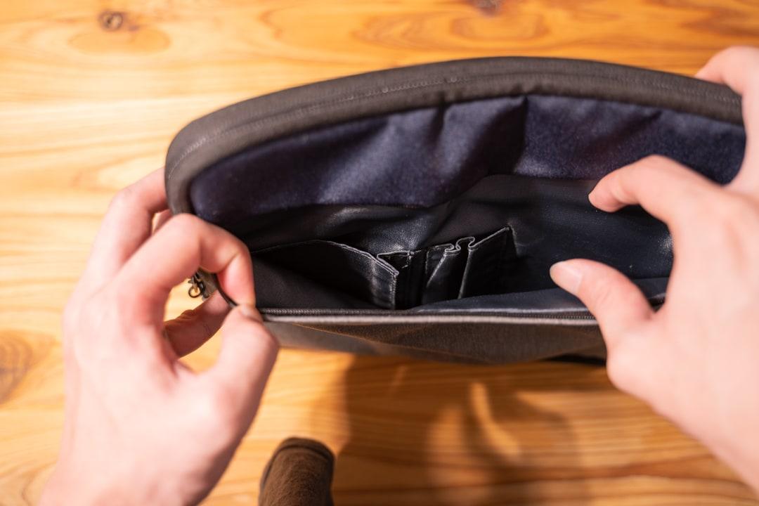 ユウボク東京のPCバック、ピークラッチの前面ポケット