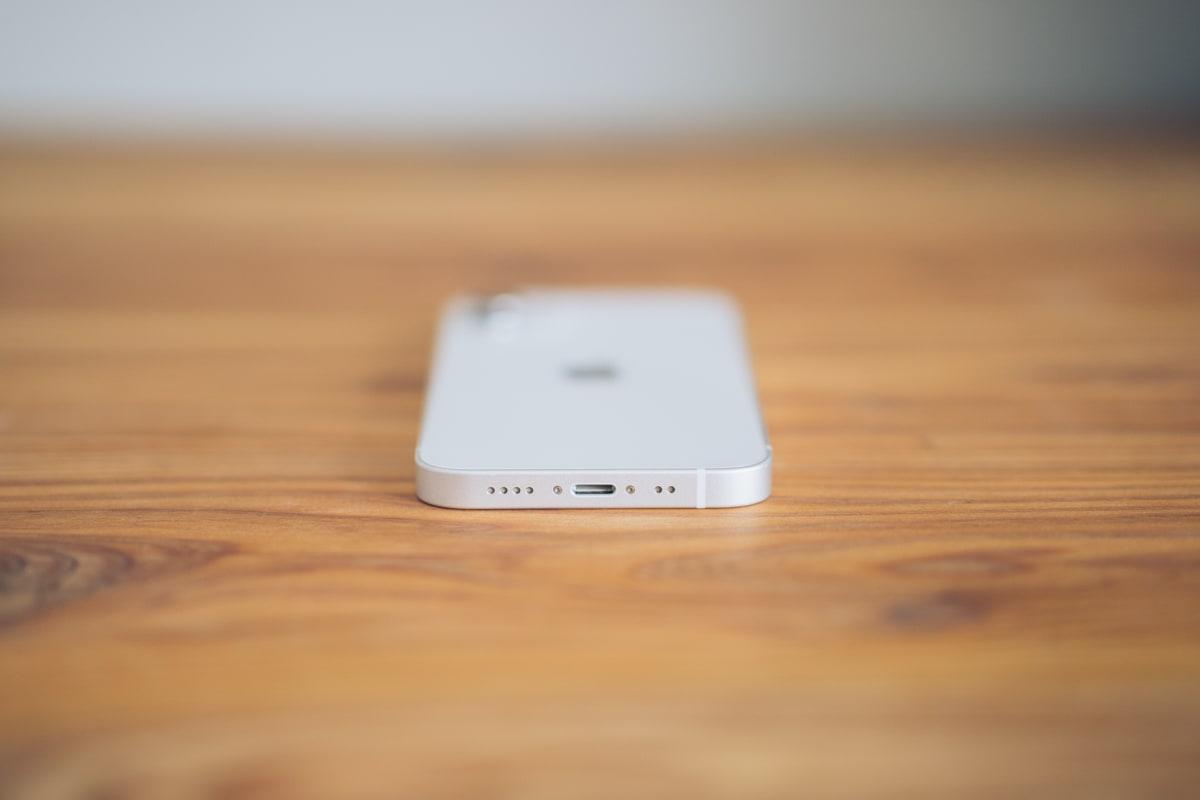 iPhone12 miniの底面にあるLightning端子