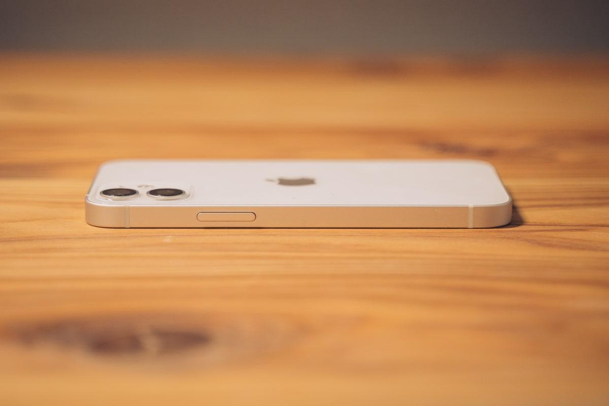iPhone12 miniの右側