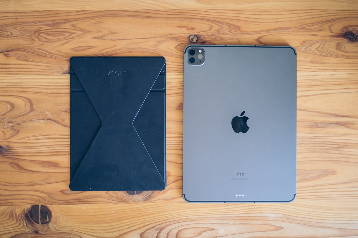 iPad11インチとMOFT Snap-On タブレットスタンドの大きさを比較
