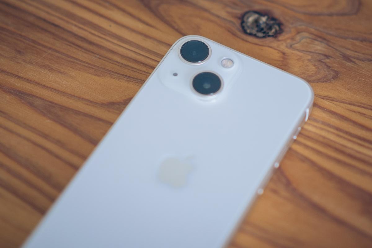 iPhone13 miniのレンズをアップで撮影した写真